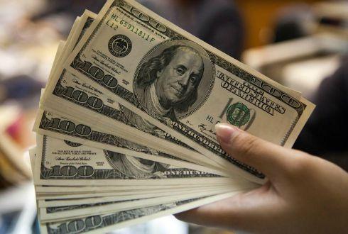 Dólar alcanza 20 pesos en bancos capitalinos
