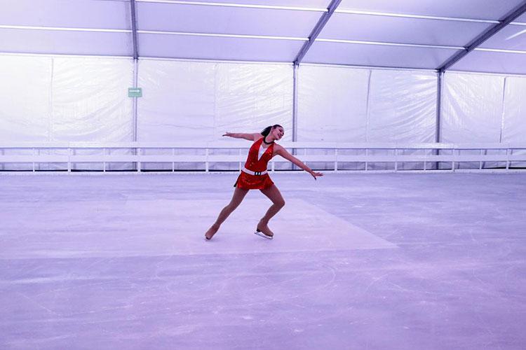 Inauguran pista de hielo en el Centro de Guadalajara
