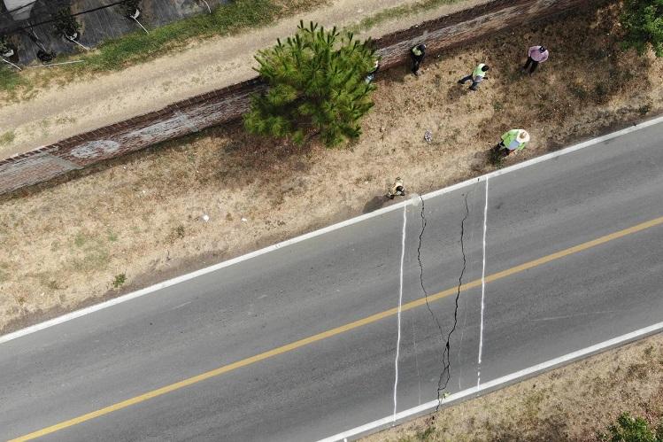 Por falla hidrogeológica, cierran carretera libre Sayula-Ciudad Guzmán