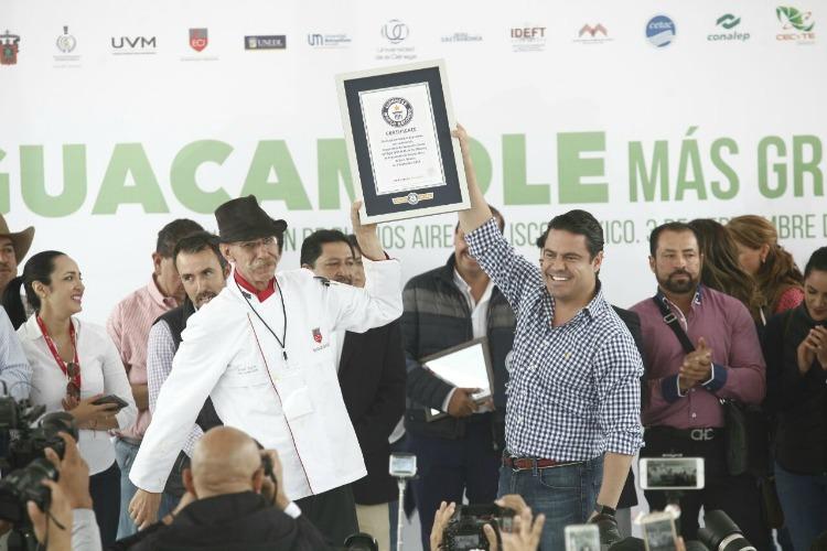 Se implanta récord Guiness del guacamole más grande del mundo