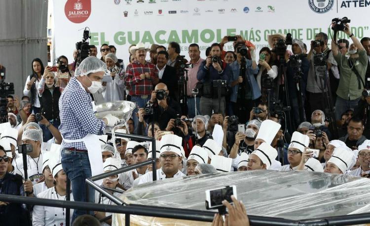 México logra récord Guinness con el guacamole más grande del mundo